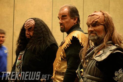 Klingons pose while fans snap a few photos
