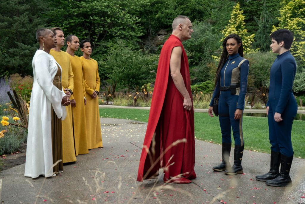 Karen Robinson as Leader Pav, Andres Apergis as Guardian Xi, Sonequa Martin-Green as Burnham and Blu del Barrio as Adira
